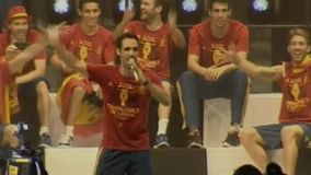 CLAS. MUNDIAL 2014 | ESPAÑA - FRANCIA Cnt401943_h160_aNoChange_Viva-la-borrachera-celebra-Juanfran_20128260042