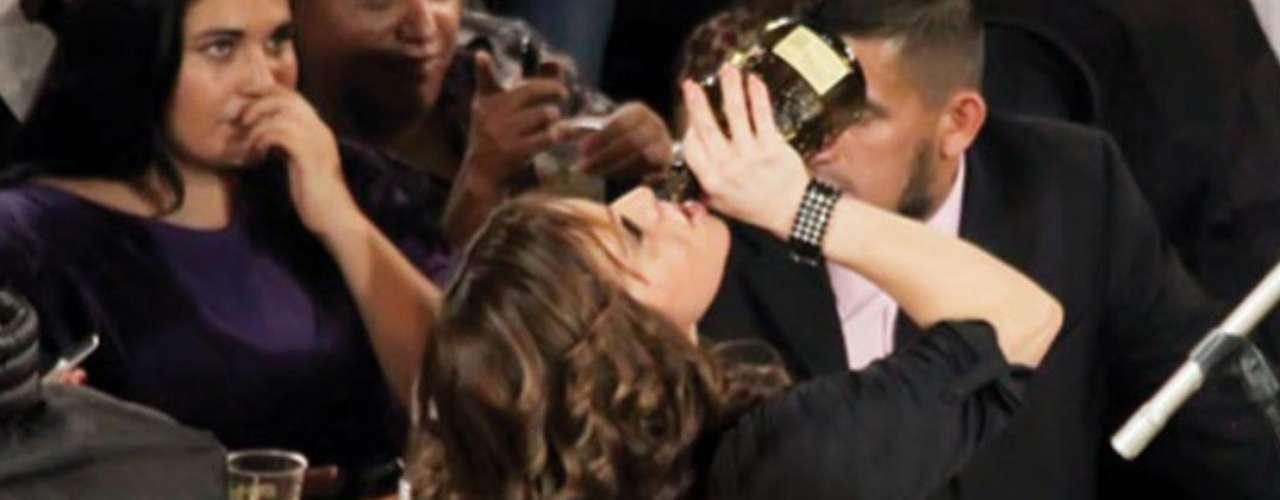 Durante una presentación a finales de octubre en Guadalajara, Jenni Rivera se empinó una botella con alcohol. La cantante no aguantó el llanto y aprovechó entre canción y cancíón para derramar sus lágrimas. En un momento de la noche, Rivera gritó \