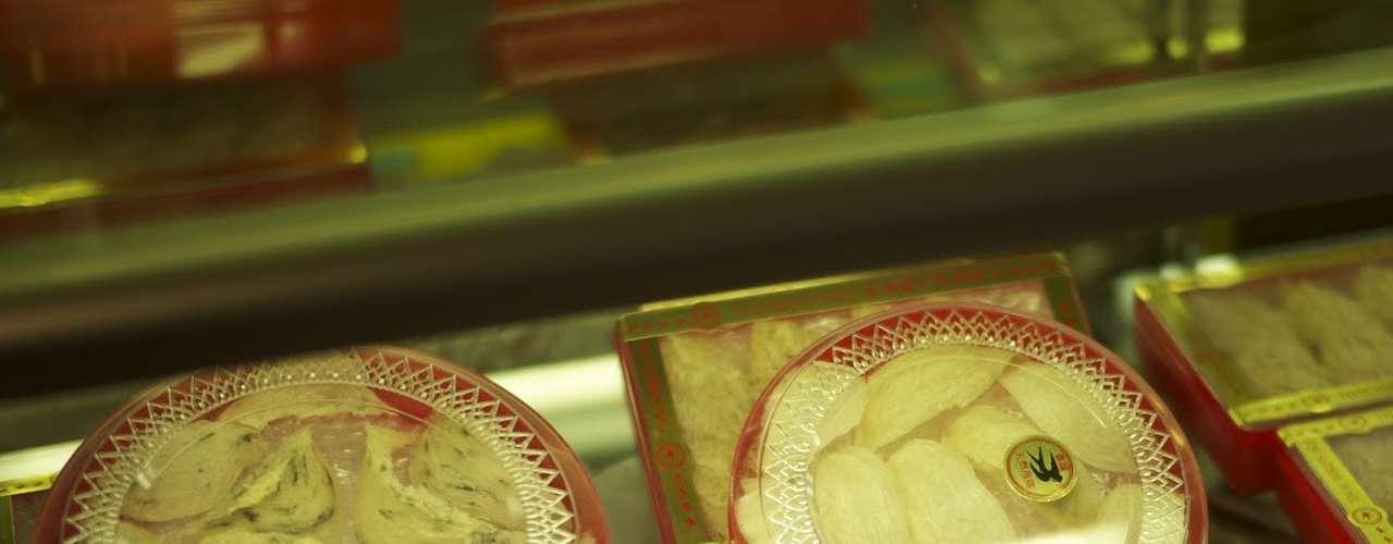 Sopa de nido de pájaro. Suena nada apetitoso, pero en China es un manjar preciadísimo. Los nidos comestibles se han cocinado desde hace 400 años, sobre todo en sopas. Al disolverse en agua, los nidos obtienen una textura gelatinosa.