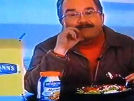 Pedro Sola protagonizó uno de los momentos más bochornosos de la historia reciente de la televisión mexicana. Foto: Reproducción YouTube
