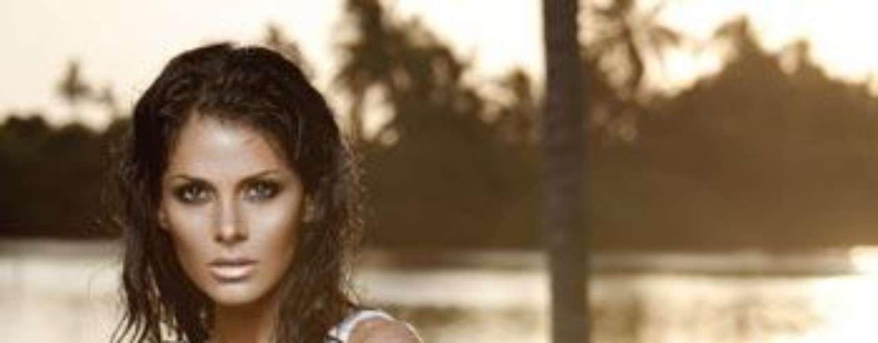 La actriz Vanessa Arias, quien actualmente participa en la telenovela 'Llena de Amor', es el nuevo rostro que aparece completamente desnuda en la edición de enero de la revista Playboy.