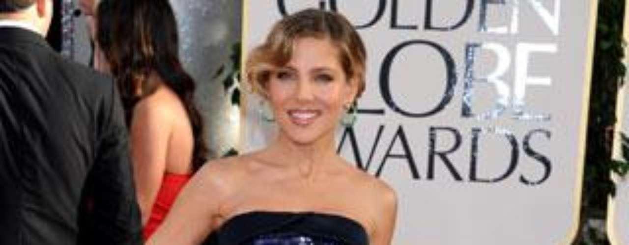La actriz no posó con su recién estrenado marido, Chris Hemsworth.