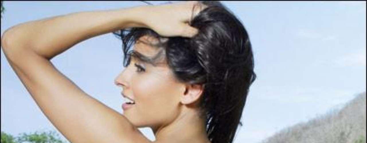 Admira la belleza de esta sensual argentina que adorna las páginas centrales de la edición mexicana de la revista del conejito.