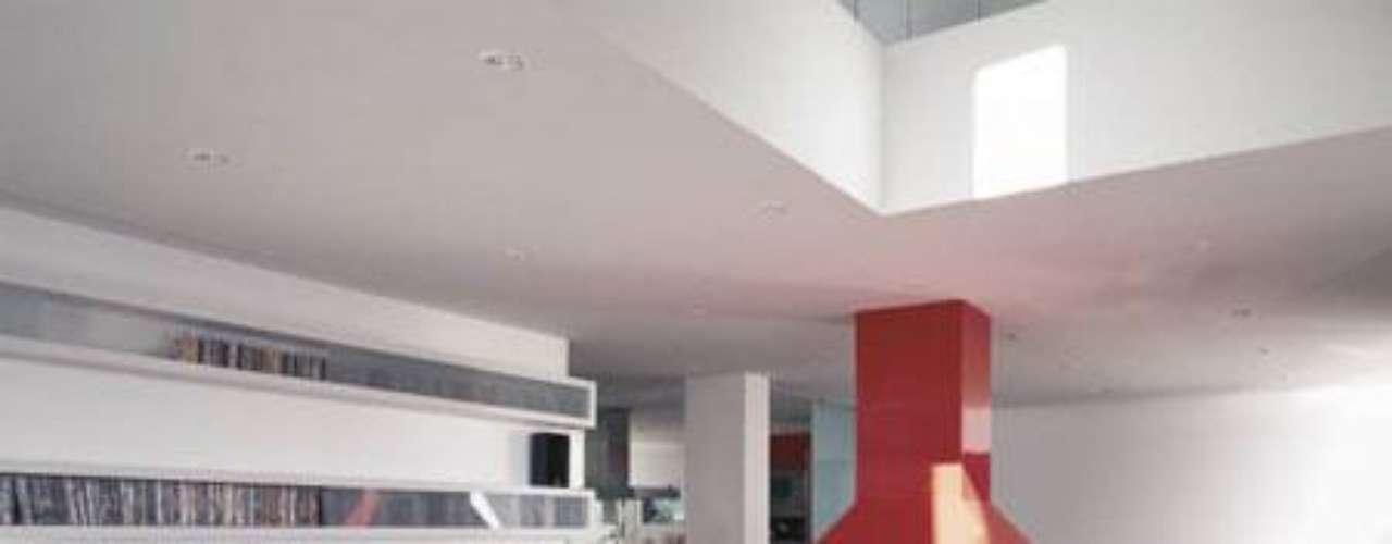 En el programa de ayer también Fonsi Nieto enseñó la casa que compartió con Elsa Pataky.