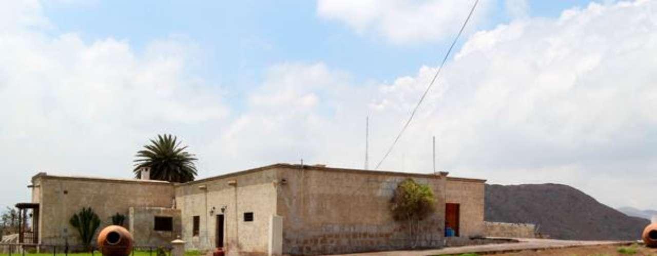 El Palacio de Goyeneche es una de las construcciones civiles más conocidas y turísticas de Arequipa. Situado sobre un solar que figuraba en la primitiva traza urbana que, antes de la fundación de Arequipa, aprobó Francisco Pizarro. Lo construyó el arquitecto Gaspar Báez en 1558. Sin embargo, el terremoto de 1782 dañó enormemente su estructura. Por ende, no se permite el ingreso al Palacio.