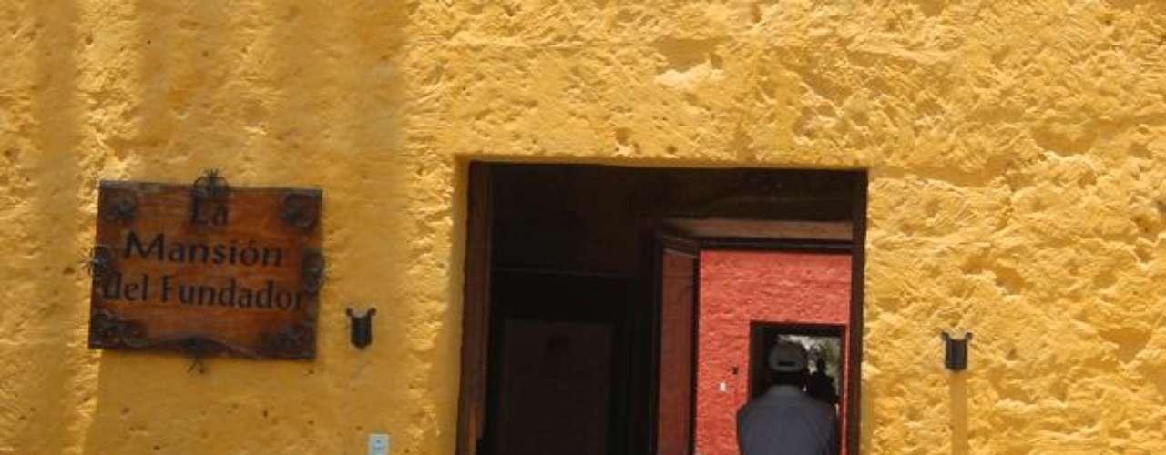 Mansión del Fundador: Ubicada a 6.5 kms de la ciudad de Arequipa, pasando por la bella paisajista, es un Palacio construido por don García de Carvajal, fundador de Arequipa, en la última década del s. XVI.