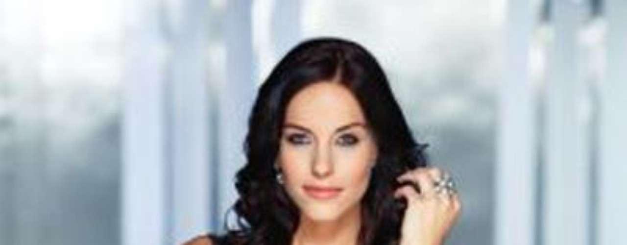 Se llama Betta Lipcsei, tiene 23 años de edad y mide  1, 72.