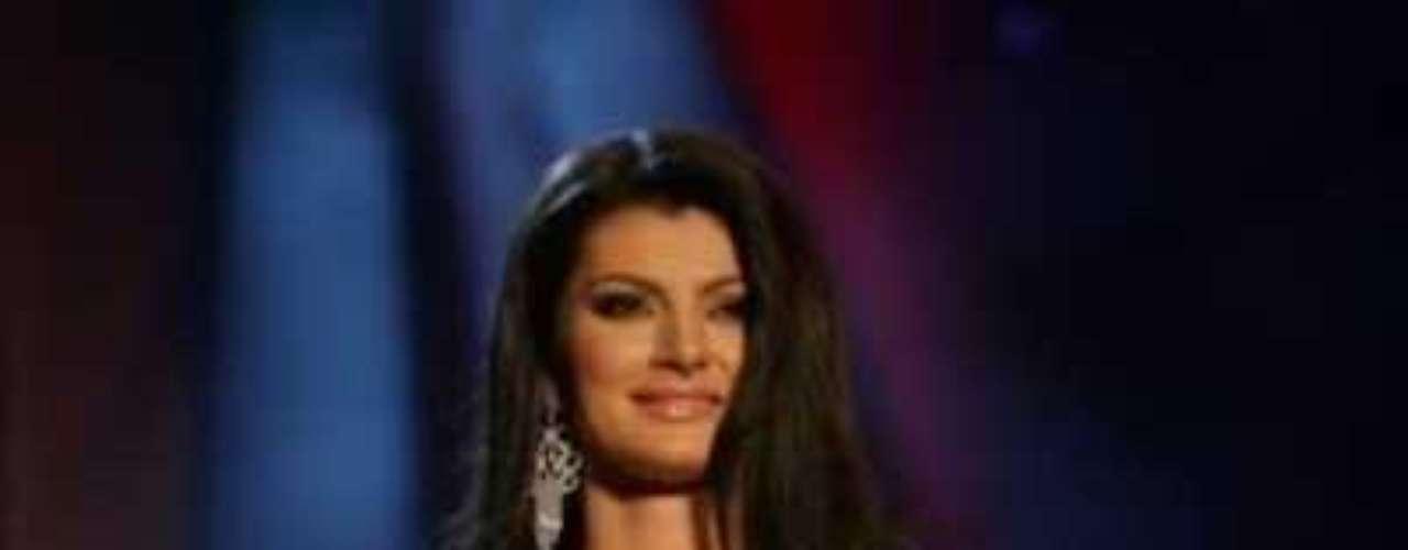 Se llama Dagmar Kolesárová, tiene 20 años de edad y mide 1,78 metros.