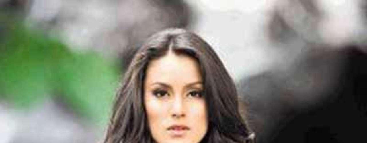 Se llama Johanna Solano López, es estudiante de psicología y en el 2009 fue ganadora del certamen Miss América Latina.