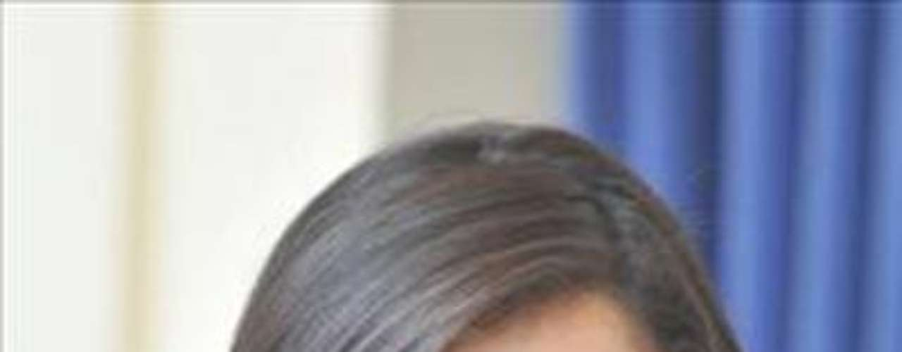 Se llama Alejandra Ochoa, tiene 18 años de edad y mide 1,74.