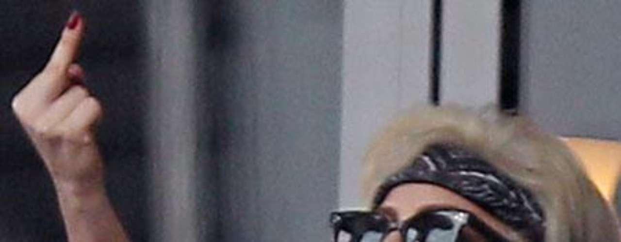 Conocidos son estos gestos nada propios de una diva como Lady Gaga.