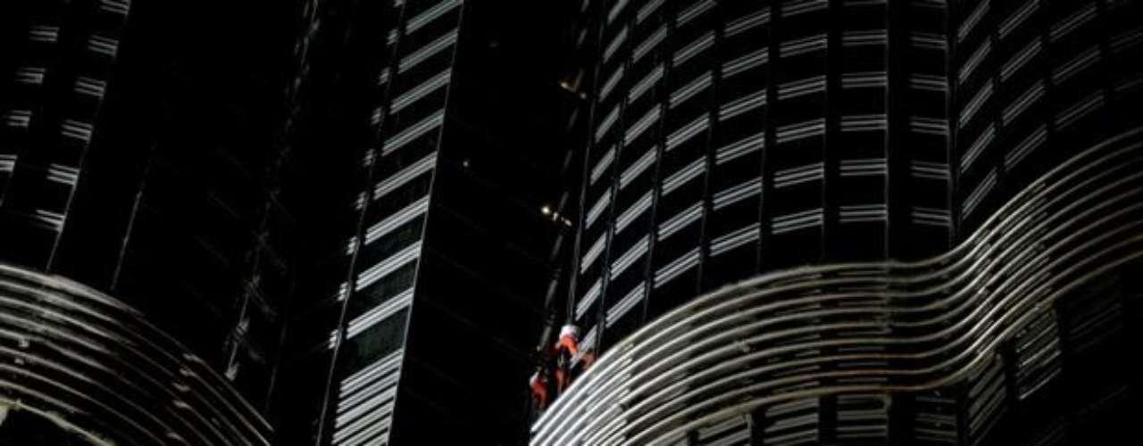 'Sin duda alguna, que Alain Robert suba la torre de Burj Jalif es un evento excepcional y (...) un logro sin precedentes', dijo el representante de Emar Ahmed al Matrushi.