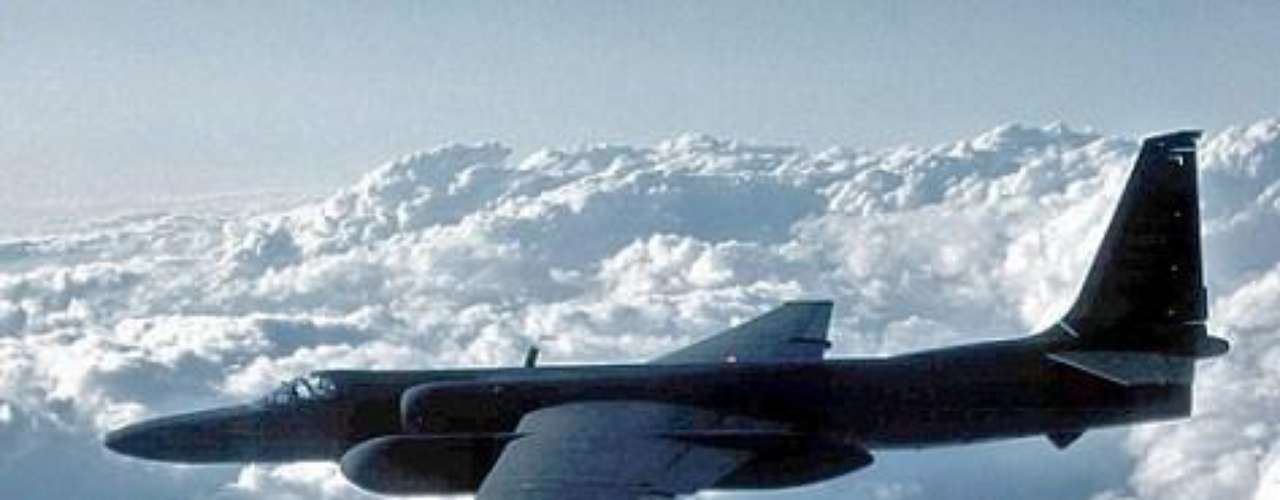 El diseñador de aviones Kelly Johnson asegura que vio un OVNI en 1953 mientras probaba un avión de la compañía militar.