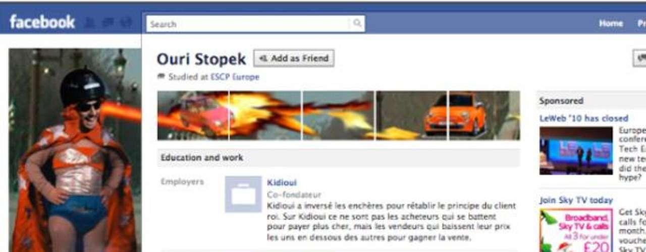 Ouri Stopek jugó en su perfil con un láser disparando a través de la pantalla.