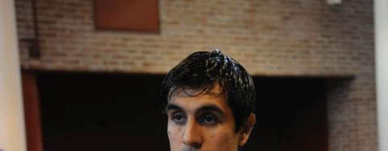 En los últimos años desfilaron jugadores y entrenadores por River y Boca que llegaron con la esperanza de triunfar y finalmente se fueron por la puerta de atrás. Leandro Gracián arribó al Xeneize en 2008 y pese a que al principio tuvo un momento de gloria al ser parte del plantel campeón del Apertura y la Recopa Sudamericana, con el tiempo su nivel fue decayendo hasta que finalmente fue cedido al Aris Salónica de Grecia en 2010