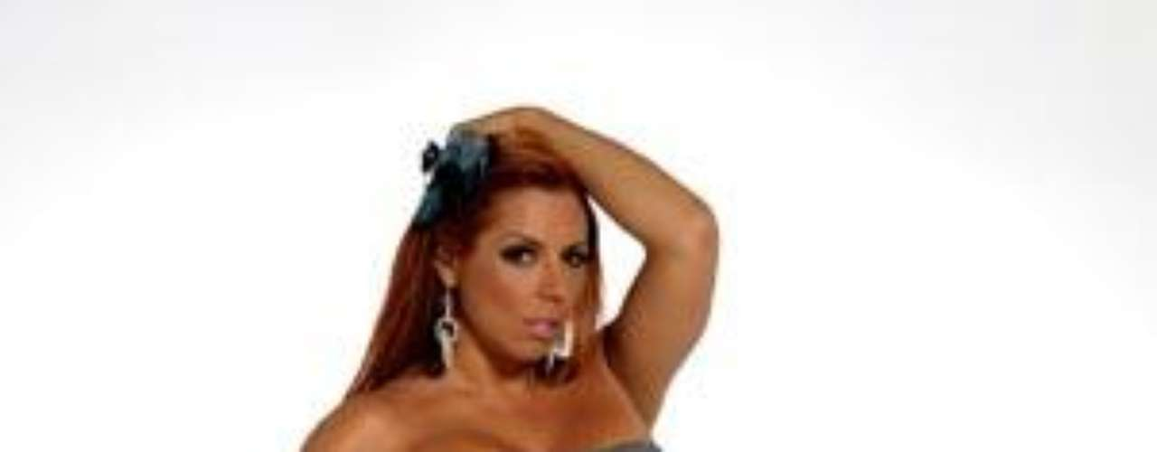 Vanessa Oyarzún, mejor conocida como 'La Vecina', quiere darle vuelo a la hilacha antes de casarse. Por eso desea posar en varias revistas para caballeros antes de contraer matrimonio con su actual novio.