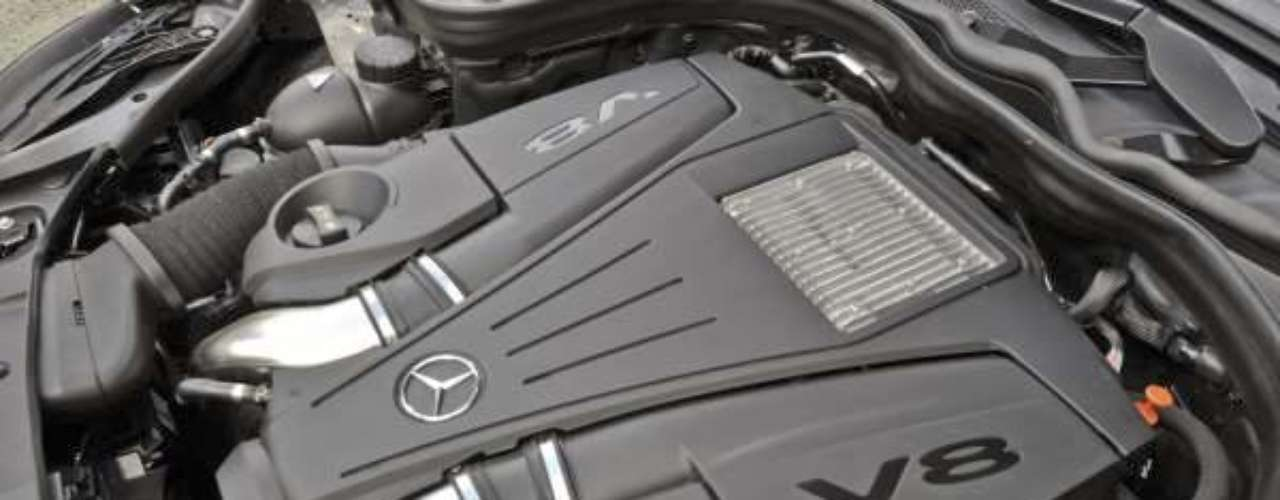 Foto Mercedes-Benz CLS 550 2012