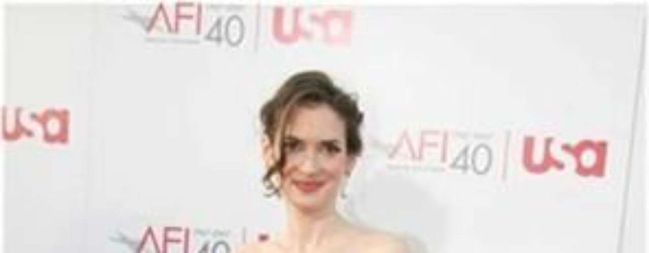 La actriz tiene una pequeña 'S' tatuada sobre su antebrazo superior izquierdo