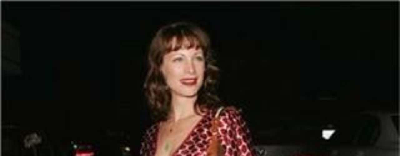 La actriz e hija de Clint Eastwood tiene un tatuaje alrededor de la muñeca izquierda y una rosa púrpura sobre su hombro izquierdo