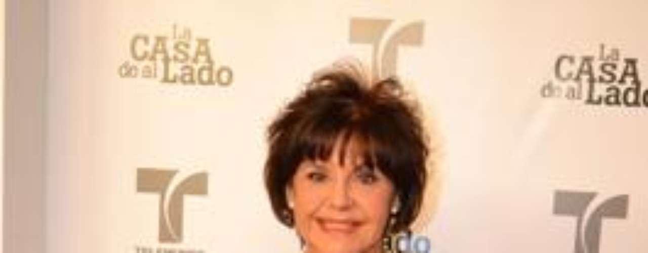 Su personaje se llama 'Yolanda Sánchez', y según nos dijo, será el encargado de descubrir muchos de los secretos de 'La Casa De Al Lado'.Encuentra aquí fotos, noticias y mucho más de 'La Casa De Al Lado'Añáde Terra Telenovelas en Facebook