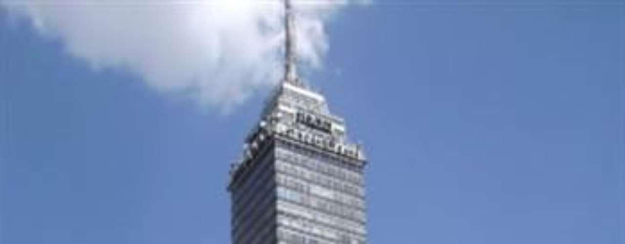 Torre Latinoamericana.  Un emblema del Centro Histórico de la Ciudad de México. Su altura es de 183 metros y fue diseñada por el arquitecto mexicano Augusto H. Álvarez.