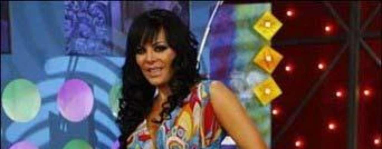 La costarricense, quien cumple 51 años es uno de los cuerpos más sensuales de la farándula mexicana. Actualmente puedes disfrutar de sus curvas en diminutos vestidos en la puesta en escena 'Aventurera'.