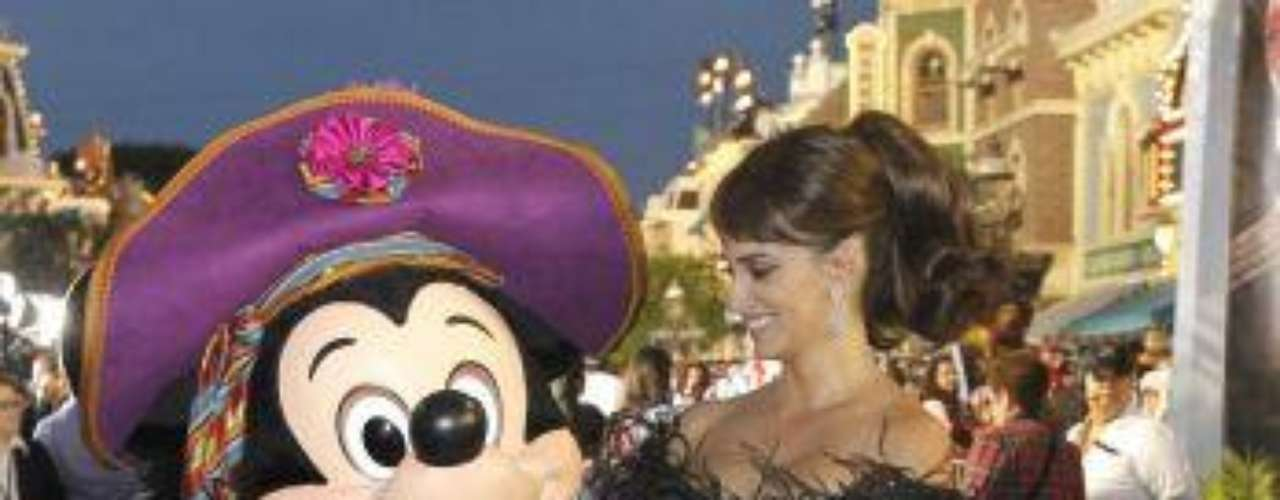 Penelope Cruz poses with Disney character Mickey Mouse at the premiere of Pirates of the Caribbean: