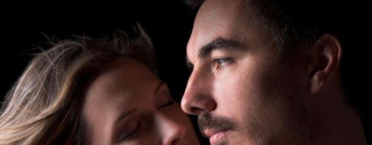 El sexo es fácil, la intimidad es difícil. Se requiere honestidad, apertura, auto-revelación, confianza absoluta, superar miedos y compartir sueños. Trata de cosechar intimidad.