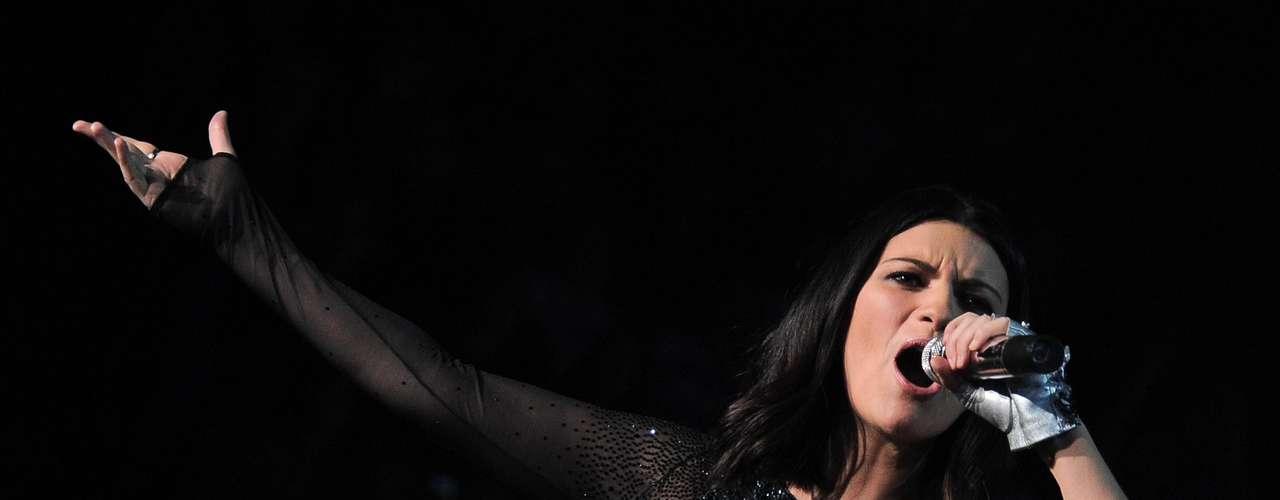 Laura Pausini: 40 millones de copias vendidas. La nueva generación del pop Latino trajo nombres como Shakira, Enrique Iglesias, Paulina Rubio y Juanes.  Con cifras que van desde los 20 millones de copias vendidas ¡Descubre hasta donde llega la cifra de los artistas más vendedores del momento!