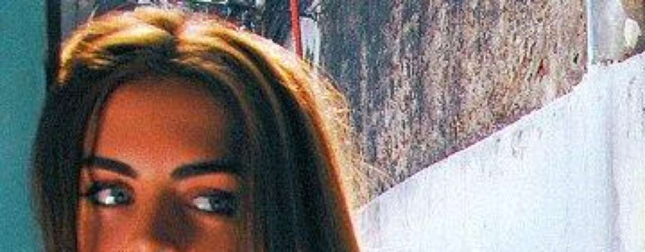 Es la morocha que está en boca de todos desde que se conoció el video porno amateur de Silvina Luna teniendo sexo con su novio Martín Vari. La actriz, conductora, modelo y vedette se refugió en Europa, pero la fama del video XXX la persigue al punto que desde Estados Unidos Egotastic pide fotos de Silvina Luna desnuda. Y hay fotos de Silvina Luna desnuda en Playboy, Hombre y muchas revistas especializadas. Ahora el video porno de Silvina Luna desnuda donde tiene sexo oral con su novio ya puede verse hasta en HD en la página para adultos Poringa.