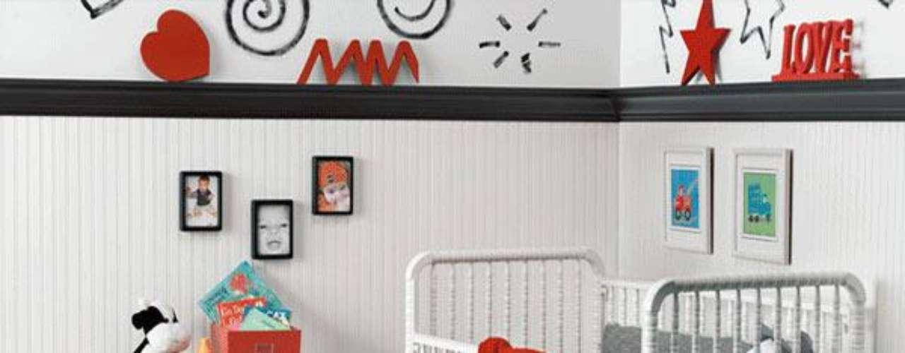 Una vez elegido nuestros colores, comienza pintando las paredes del cuarto, si tienes figuras que diseñaste, deja secar primero el color base muy bien para luego continuar pintando las figuras. Para tu seguridad y la de tu bebe utiliza pinturas eco-friendly, estas pinturas no son toxicas, no tienen olor y son seguras para los niños.