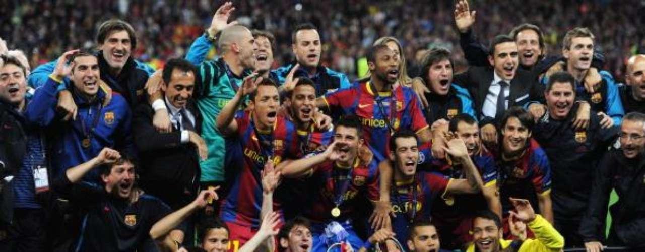 En lo colectivo, ha conquistado con Barcelona la Supercopa de España 2011 (que también ganó en 2010, 2009, 2006 y 2005),  a la que se suman la Liga Española (2011, 2010, 2009, 2006 y 2005), la Copa del Rey de 2009, así como la Champions League (2011, 2009 y 2006), la Copa Mundial de Clubes de la FIFA de 2009 y la Supercopa de Europa (2011 y 2009).