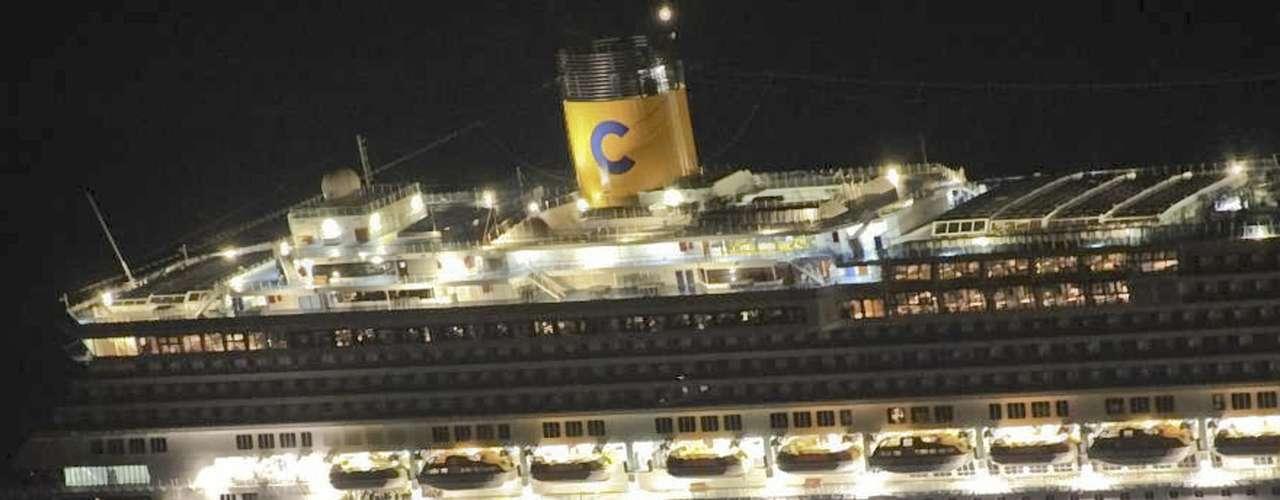 El Costa Concordia era básicamente un hotel de lujo flotante y muchos de los pasajeros abordaron el infausto crucero con sus mejores ropas y joyas para lucirlas en casinos y cenas de gala.