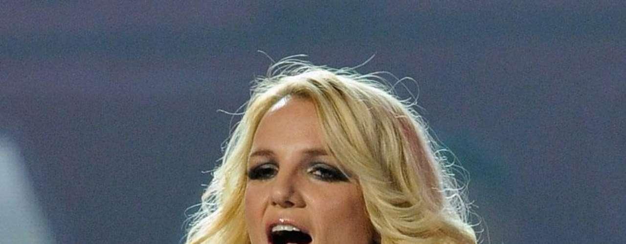 """""""Toxic"""",  entonado magistralmente por Britney Spears, fue una canción hecha para ser cantada por Kylie Minogue, a ella no le gustó por considerarla muy adolescente para el estilo musical que desarrollaba."""