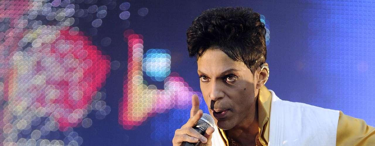 """La gran canción 'Kiss' de Prince, en sus inicios estuvo concebida para ser interpretada por el grupo Mazarati, a ellos no les pareció bueno el tema, pero como era de los favoritos de Prince lo retrabajó y lo llevó a la fama. Posteriormente el cantante le dijo a la banda: """"Era muy buena para ustedes""""."""