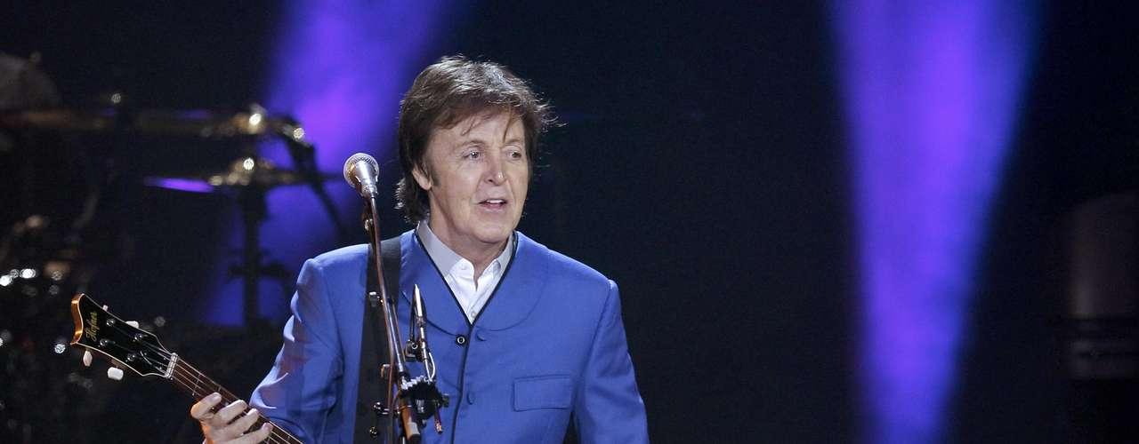 'Suicide', es un tema que Paul McCartney escribió para el señorón Frank Sinatra, a él no le pareció adecuado el tema y lo rechazó. Esta canción aunque no se grabó, es un éxito seguro que deambula por la red.