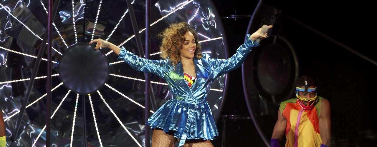 """Hay algunos temas que se convirtieron en hits mundiales que no estaban destinados para ser cantados por los músicos que los llevaron al éxito. Por motivos personales, de gusto o estilo ellos pensaron que esas canciones no los llevarían a ningún lado. """"Umbrella"""",  el tema que catapultó a la fama a Rihanna fue escrito para Britney Spears en un principio, a ella no le gusto para nada, luego se lo ofrecieron Mary J. Blige y tampoco lo quiso."""