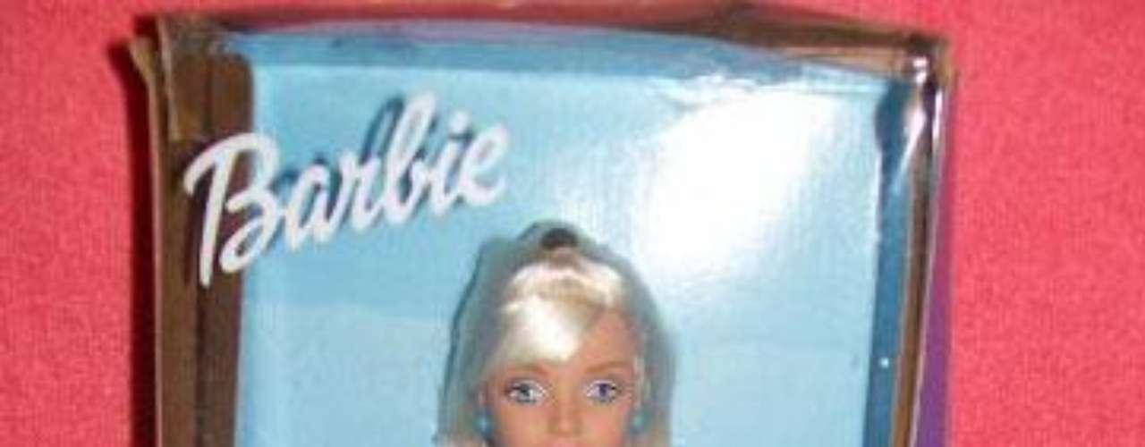 En 1997, Mattel se unió a Nabisco para lanzar la Barbie con Oreo Cookies.  Mattel lanzó una barbie Oreo blanca y otra negra, pero la comunidad africo-americana  reaccionó negativamente considerando que Oreo es un mensaje despectivo 'negro por fuera, blanco por dentro'.