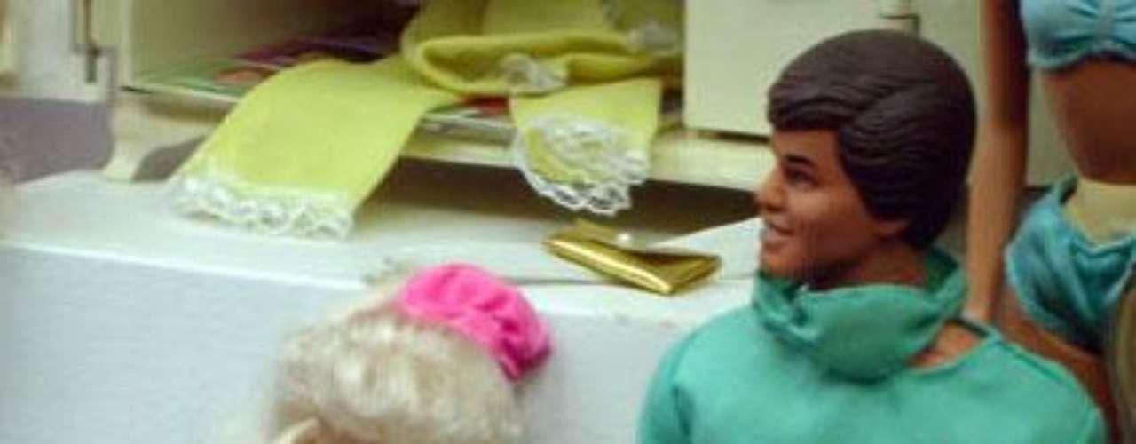 Mucha gente salió a quejarse sosteniéndo que esto no era apropiado  para los niños, o que promovía  el embarazo adolescente. Otro motivo de la controversia es que Midge, inicialmente, no tenía anillo de casada, pero esto lo arreglaron después. Wal-Mart retiró la muñeca de sus góndolas y Mattel lanzó otra versión de Midge, pero sin embarazo.