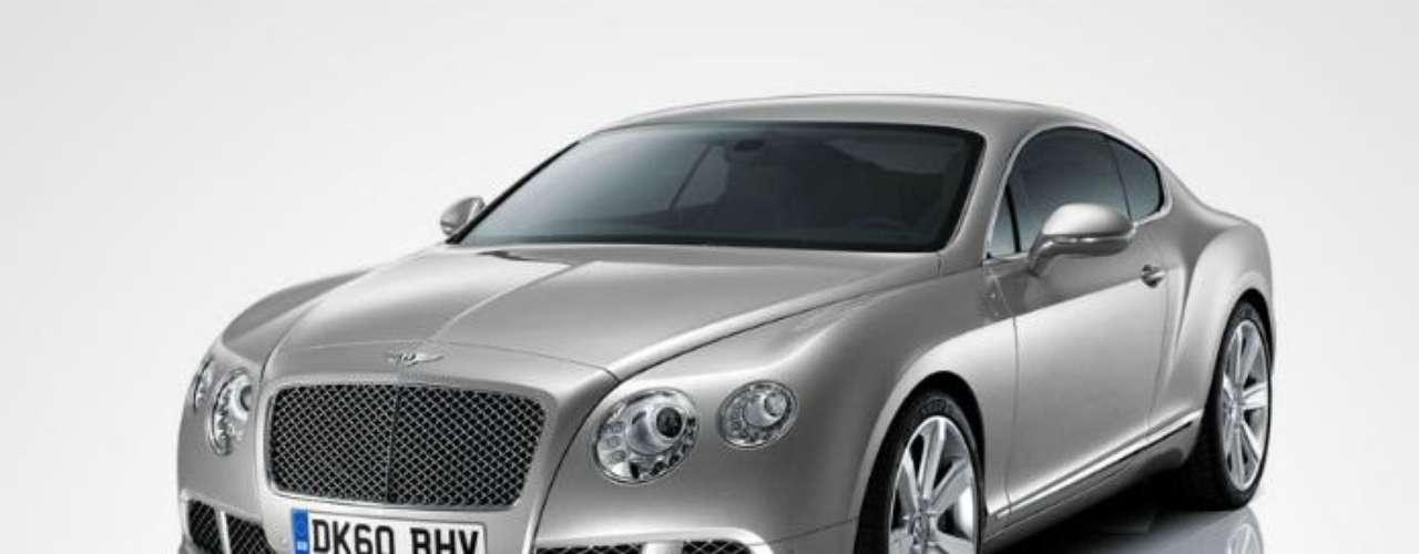 Bentley Motors Limited. Fabricante de automóviles fundado en Inglaterra en 1919 por Walter Owen Bentley, conocido por realizar motores aeronáuticos de rotación durante la Primera Guerra Mundial. En 1931, fue adquirida por Rolls-Royce y desde 1998 pertenece al grupo Volkswagen.
