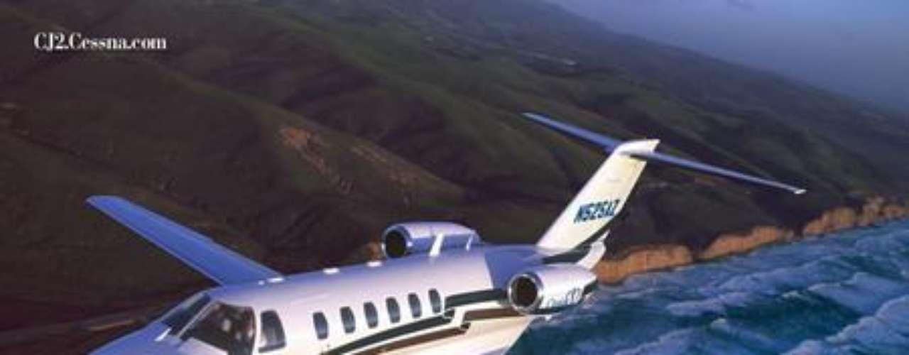 Cessna Company. Tiene su sede en Wichita, Kansas, Estados Unidos, y es un constructor de aviones, que van de pequeños modelos de cuatro plazas hasta reactores de negocios. Fue fundada en junio de 1911.
