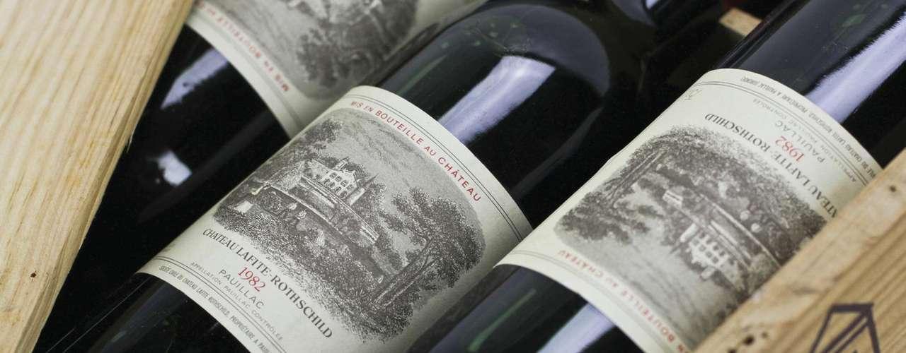 Chateau Lafite Rothschild. Una de las líneas de los vinos de Burdeos más famosas del mundo. Su elaboración sólo utiliza uvas de gran añejamiento y un tiempo considerable en las barricas.