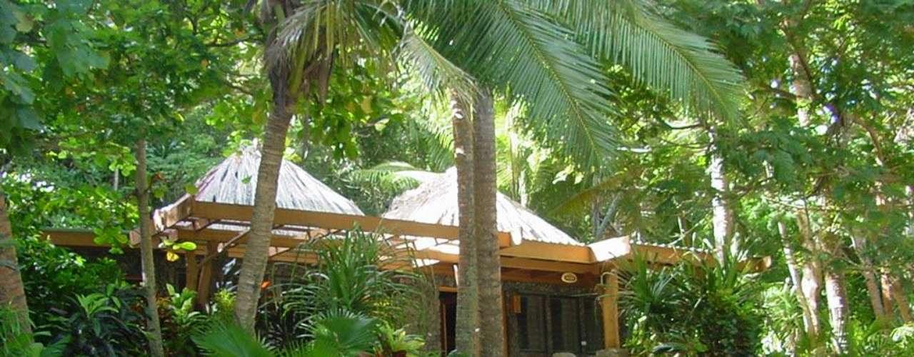 Hotel Turtle Island. Es uno de los hoteles más elegantes del mundo. Se encuentra en Oceanía y cuenta con spa, gimnasio, tecnología de punta y espacios inteligentes para hacer del descanso una experiencia redonda.