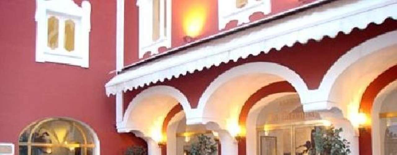 Le Sirenuse. Se encuentra en Italia y es considerado uno de los hoteles-boutique más importantes a nivel mundial debido a su nivel de exclusividad de sus clientes.