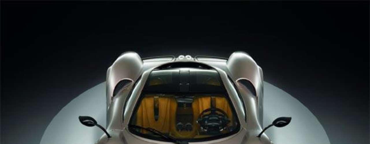 Pagani Automobili. Es un fabricante argentino de automóviles superdeportivos y fibra de carbono. La empresa fue fundada en 1992 por el argentino Horacio Pagani, y tiene su sede en San Cesario sul Panaro, cerca de Modena, Italia.
