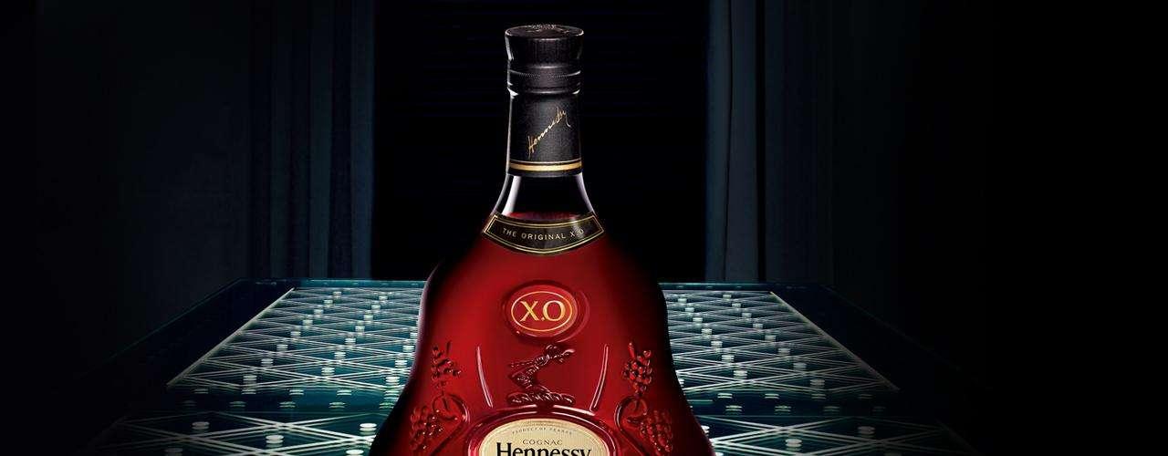 Richard Hennessy. Es uno de los fabricantes más antiguos y famosos de coñac. La compañía se fundó cuando el irlandés Richard Hennessy, que había sido un mercenario para el rey Luis XV, fue compensado con tierras en el pueblo de Cognac en Francia en 1765. Hennessy actualmente vende unas 3 millones de cajas de coñac cada año.