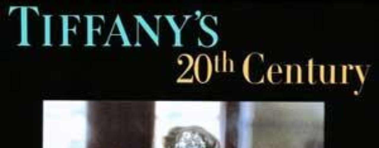 Tiffany Co. Firma estadounidense de joyería y orfebrería fundada por Charles Lewis Tiffany y Teddy Young en la Ciudad de Nueva York en 1837. Cuenta con tiendas en todo el mundo.