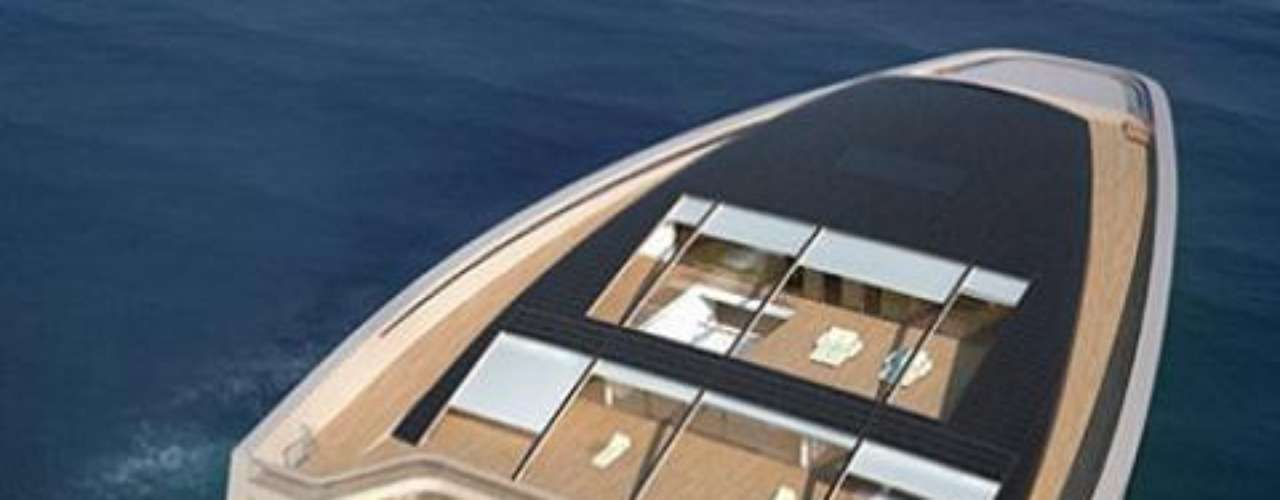 Wally. La velocidad de crucero de estos yates es impresionante. Luca Bassani es el fundador de estos yates que destacan no sólo por su lujo sino por un diseño y una tecnología únicos e innovadores. Ahora es un negocio millonario de barcos motorizados objetos de deseo y de culto.