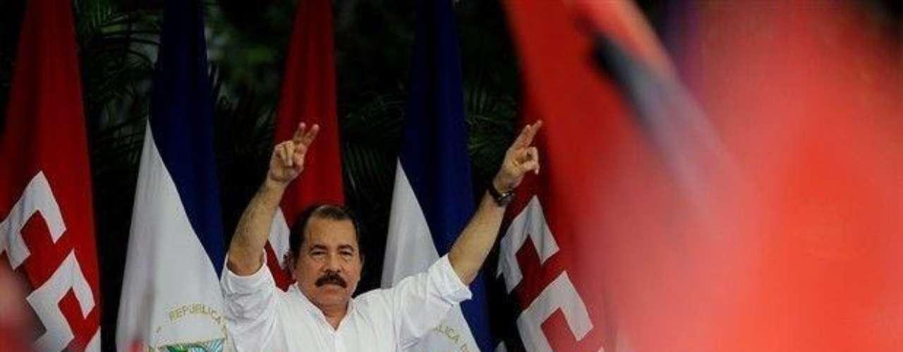 El presidente de Nicaragua, Daniel Ortega, no se queda atrás pues en 1998, fue acusado por su hijastra, Zoila América Narváez Murillo, de haberla abusado sexualmente en varias ocasiones desde que ella tenía 11 años de edad. Sin embargo, tras un largo proceso, el mandatario fue librado de las acusaciones.