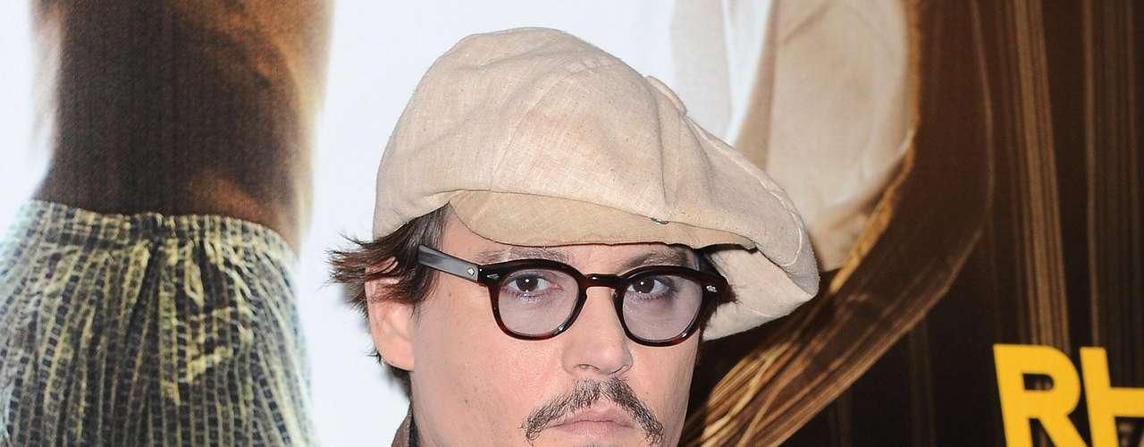 """La revista """"Heat"""" fue la encargada de consultar a sus lectores, modelos, fotógrafos y periodistas para develar quiénes son los más lindos del mundo.  Los requisitos que debían cumplir los elegidos era destacarse por su sex appeal, por su buen gusto al momento de vestirse y, lo más importante, por tener una gran personalidad. Y los ganadores son… 8 Johnny Depp."""